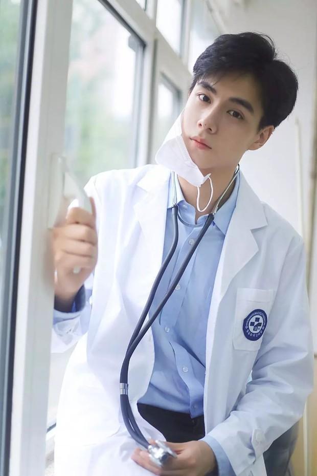 4 bác sĩ khiến hội chị em chỉ muốn chạy đi chờ chi tới phòng khám để hỏi mê mỹ nam chữa bằng cách nào? - Ảnh 3.