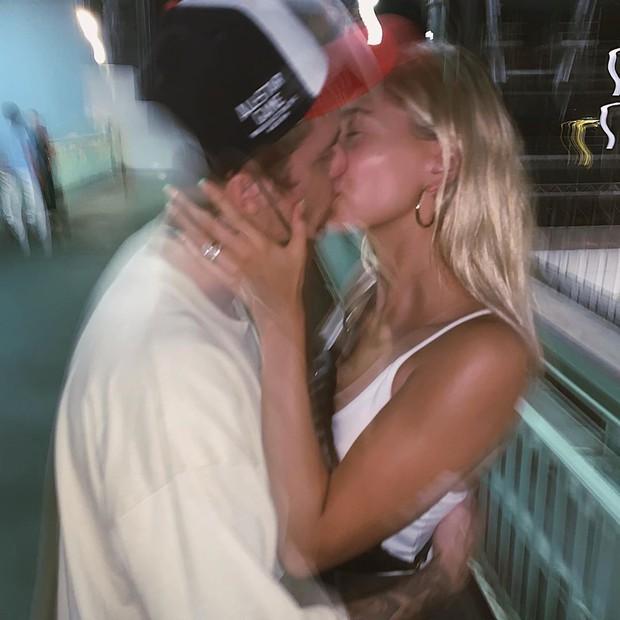 Hailey Baldwin từng đạp Justin Bieber khỏi giường vì kinh hãi trước khuôn mặt đầy mụn của chồng? - Ảnh 2.