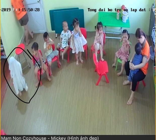 Loạt hành động không giống ai trong lớp học của các bé mầm non khiến dân mạng cười bể bụng - Ảnh 2.