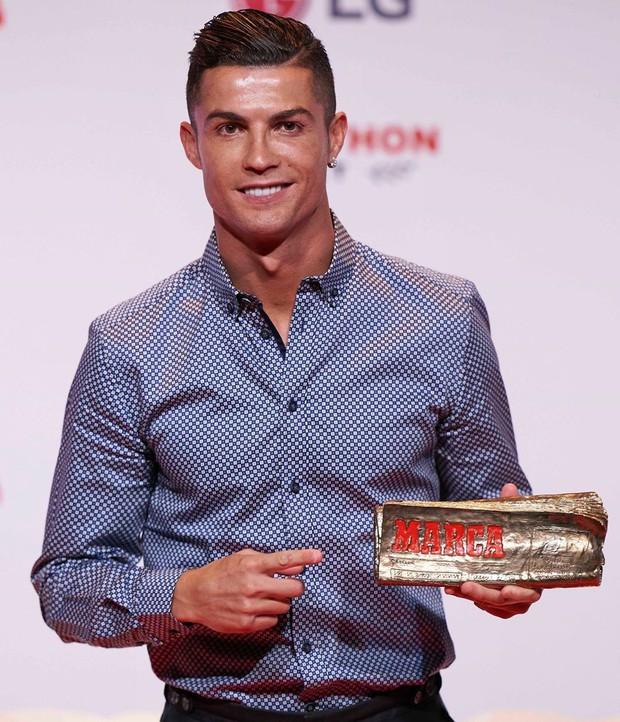 Cười sái hàm với bức ảnh thời trẻ trâu của Ronaldo: Hóa ra, idol của chúng ta đã có bước dậy thì cực kỳ thành công - Ảnh 9.