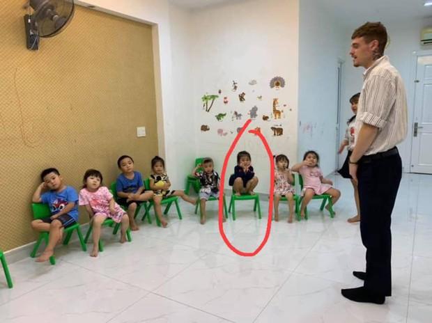 Loạt hành động không giống ai trong lớp học của các bé mầm non khiến dân mạng cười bể bụng - Ảnh 6.