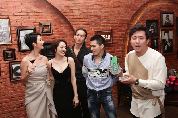 Trấn Thành, BB Trần và dàn sao Vbiz tới mừng sinh nhật Xuân Lan, nữ siêu mẫu gây bất ngờ với nhẫn kim cương khổng lồ - Ảnh 5.