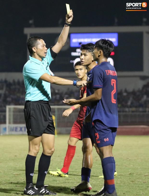 Cầu thủ U18 Việt Nam và U18 Thái Lan lao vào nhau, đòi ăn thua đủ trong trận đấu nghẹt thở tại giải vô địch Đông Nam Á - Ảnh 5.