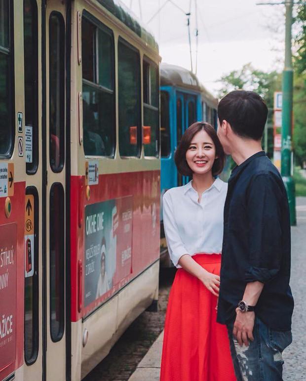 Chị ruột nổi tiếng của Chanyeol (EXO) lần đầu công khai chồng, loạt ảnh chụp chung gây bão vì đẹp như poster phim - Ảnh 1.