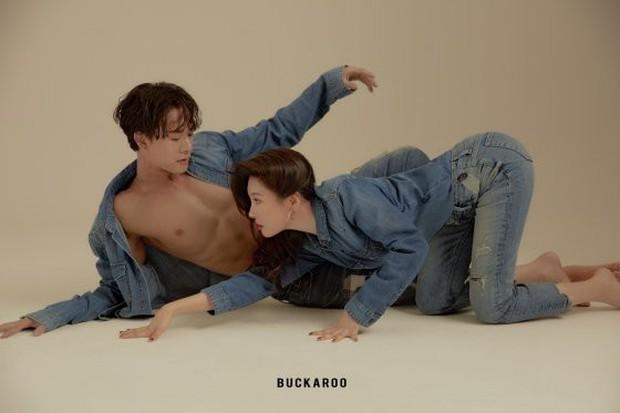 Bộ ảnh quảng cáo gây tranh cãi của mỹ nhân Sunmi và nam vũ công 6 múi nóng bỏng: Muốn đỏ mặt vì kiểu tạo dáng! - Ảnh 3.