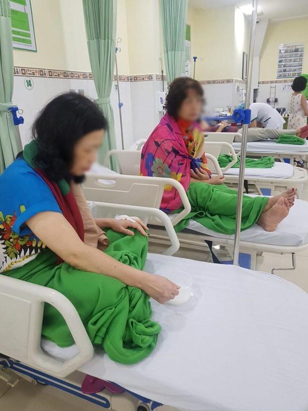 Nhóm du khách Hà Nội nhập viện sau khi ăn trưa tại 1 nhà hàng ở Đà Nẵng - Ảnh 2.