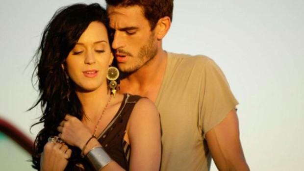 Vụ bê bối đang khiến Hollywood dậy sóng: Katy Perry bị tố quấy rối tình dục vũ công nam bằng hành động thô tục giữa tiệc - Ảnh 8.