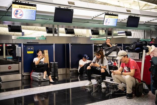 Đây là những việc mà du khách cần làm nếu chẳng may bị hoãn chuyến bay ở Hong Kong trong thời gian này - Ảnh 2.