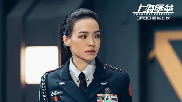 Pháo Đài Thượng Hải: Có cả Thư Kỳ và Lộc Hàm nhưng vẫn hóa bom xịt thảm hại, đến đạo diễn phải ra mặt xin lỗi - Ảnh 2.