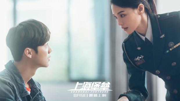 Pháo Đài Thượng Hải: Có cả Thư Kỳ và Lộc Hàm nhưng vẫn hóa bom xịt thảm hại, đến đạo diễn phải ra mặt xin lỗi - Ảnh 4.
