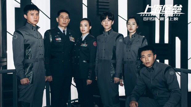 Pháo Đài Thượng Hải: Có cả Thư Kỳ và Lộc Hàm nhưng vẫn hóa bom xịt thảm hại, đến đạo diễn phải ra mặt xin lỗi - Ảnh 5.