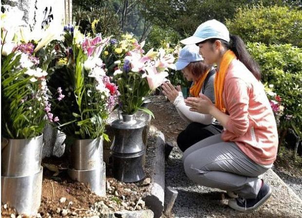 Nhật Bản tưởng niệm 520 nạn nhân vụ tai nạn máy bay thảm khốc - Ảnh 1.