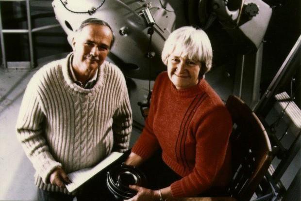 Câu chuyện cảm động về Eugene Shoemaker: Người đầu tiên của nhân loại vĩnh viễn an nghỉ trên Mặt trăng - Ảnh 2.