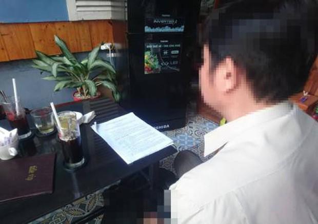 Thầy hiệu phó lộ ảnh nóng do điện thoại đồng bộ với Gmail của trường, nữ hiệu trưởng in ảnh ra rồi báo công an - Ảnh 1.