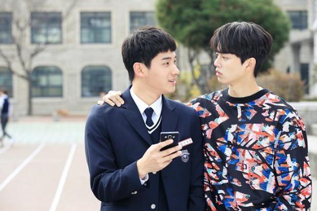 Từ chính tới phụ ai cũng đẹp xuất sắc, may quá Kim So Hyun đỡ phải gánh team nhan sắc cho Love Alarm! - Ảnh 13.