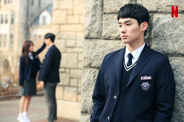 Từ chính tới phụ ai cũng đẹp xuất sắc, may quá Kim So Hyun đỡ phải gánh team nhan sắc cho Love Alarm! - Ảnh 15.