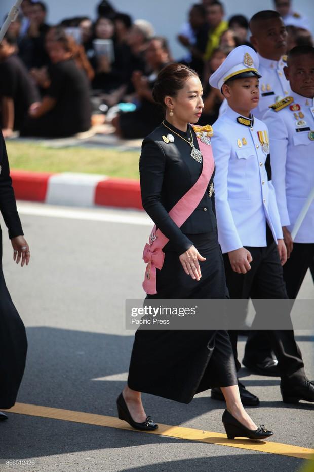 Công chúa cả của Vua Thái: không tranh ngôi nữ hoàng phong cách mà nhu mì đúng chuẩn style người thương thuyết - Ảnh 3.