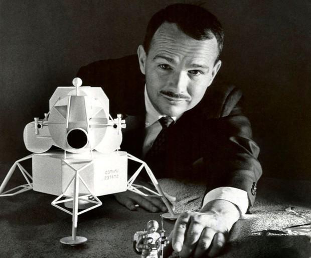 Câu chuyện cảm động về Eugene Shoemaker: Người đầu tiên của nhân loại vĩnh viễn an nghỉ trên Mặt trăng - Ảnh 3.