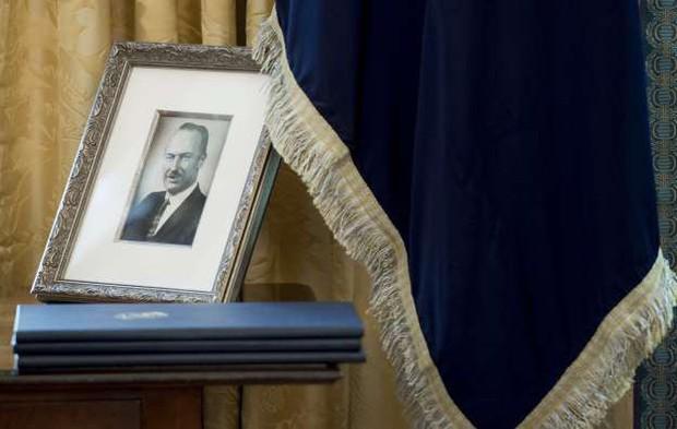 Cuộc đời bi kịch của anh trai Tổng thống Mỹ và nỗi ân hận muộn màng đeo bám ông Donald Trump gần 40 năm qua - Ảnh 4.