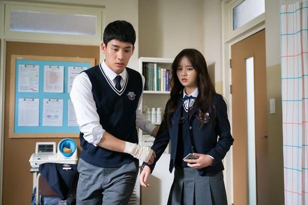 Từ chính tới phụ ai cũng đẹp xuất sắc, may quá Kim So Hyun đỡ phải gánh team nhan sắc cho Love Alarm! - Ảnh 9.