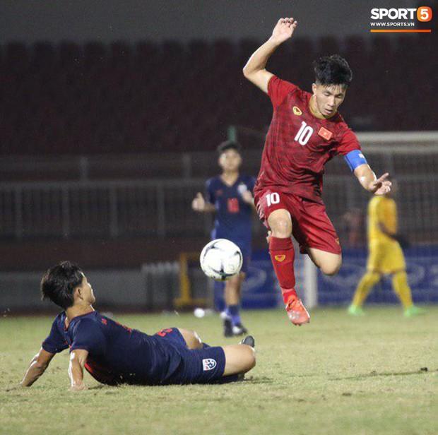 Cầu thủ U18 Việt Nam và U18 Thái Lan lao vào nhau, đòi ăn thua đủ trong trận đấu nghẹt thở tại giải vô địch Đông Nam Á - Ảnh 7.