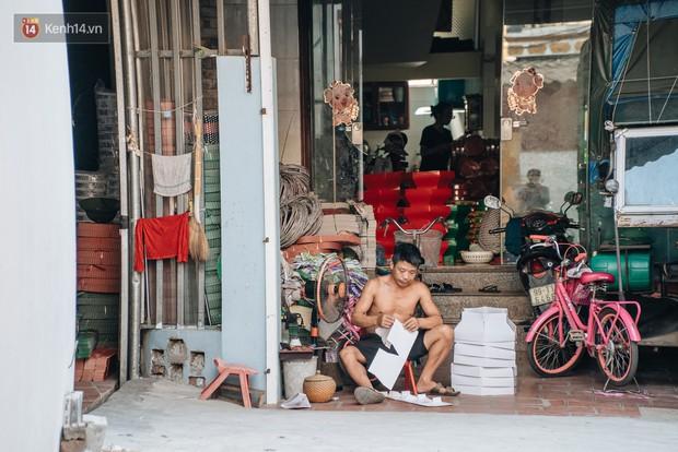 Thủ phủ vàng mã lớn nhất cả nước tấp nập tháng cô hồn: túi Chanel, xe phân khối lớn, xe đạp điện xuất xưởng - Ảnh 8.