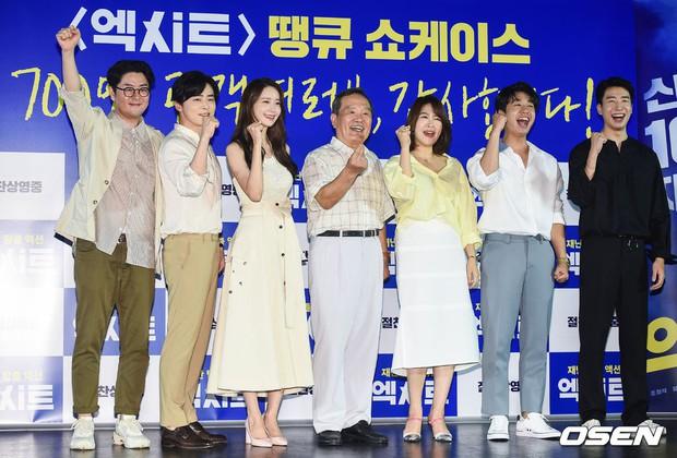 Thảm đỏ showcase gây sốt: Yoona diện áo ren lồ lộ nội y, đẹp rạng rỡ bên chồng ca sĩ Hậu duệ mặt trời - Ảnh 16.
