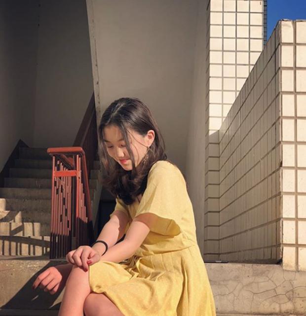 Mới 13 tuổi, con gái hở hàm ếch của Vương Phi gây sốt vì quá thần thái, make up điệu đà, tạo dáng thục nữ chụp ảnh - Ảnh 6.