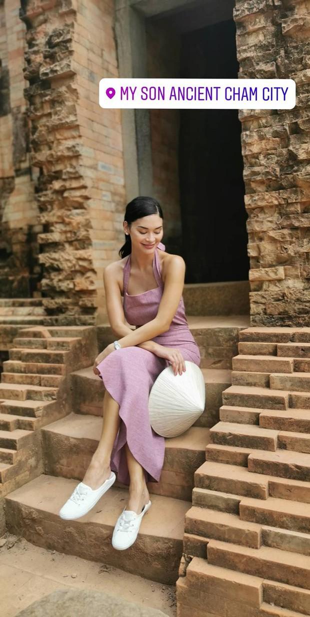 Miss Universe bị trao nhầm vương miện đến thăm Hội An: Khoe ảnh diện áo dài, hào hứng nếm thử vị cà phê Việt - Ảnh 4.