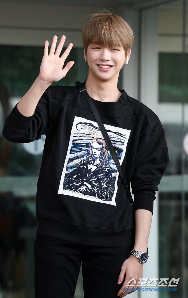 Center quốc dân Kang Daniel lần đầu lộ diện hậu hẹn hò mỹ nhân TWICE, thái độ và ngoại hình gây bất ngờ - Ảnh 11.