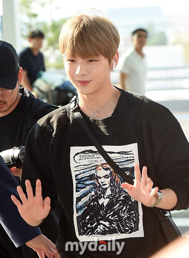 Center quốc dân Kang Daniel lần đầu lộ diện hậu hẹn hò mỹ nhân TWICE, thái độ và ngoại hình gây bất ngờ - Ảnh 9.