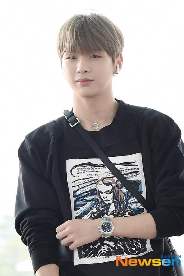 Center quốc dân Kang Daniel lần đầu lộ diện hậu hẹn hò mỹ nhân TWICE, thái độ và ngoại hình gây bất ngờ - Ảnh 7.