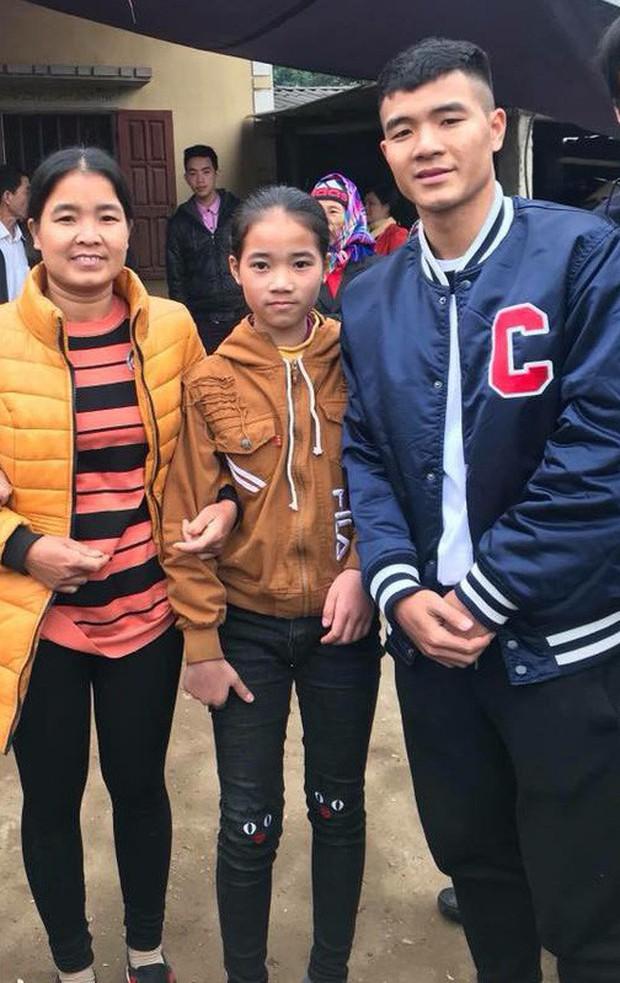 Không thể về nhà ngày Vu Lan báo hiếu, Hà Đức Chinh gọi video cho mẹ và em gái cực tình cảm - Ảnh 2.