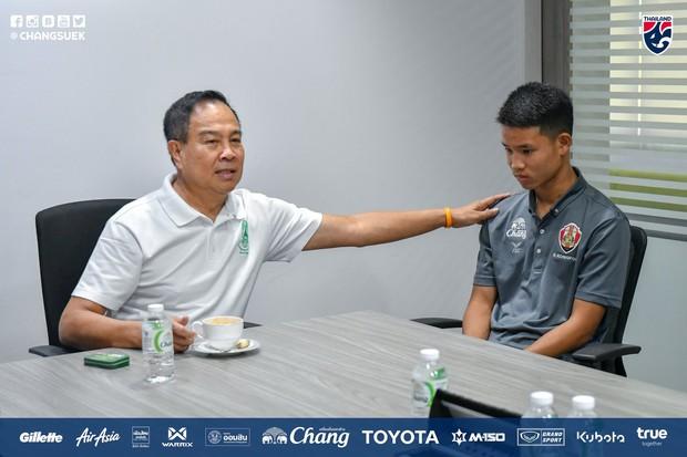 Chuyện hiếm thấy của bóng đá Thái Lan: Chủ tịch Liên đoàn mời phụ huynh đến làm việc sau vụ ẩu đả xấu hổ tại giải U15 Đông Nam Á - Ảnh 2.