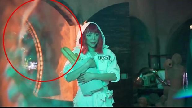 Rò rỉ ảnh từ MV mới nhất của Tóc Tiên: nghi vấn tạo hình rất giống 1 MV huyền thoại của Britney Spears? - Ảnh 5.
