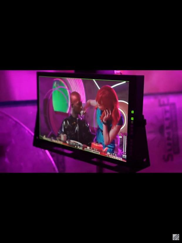 Rò rỉ ảnh từ MV mới nhất của Tóc Tiên: nghi vấn tạo hình rất giống 1 MV huyền thoại của Britney Spears? - Ảnh 2.