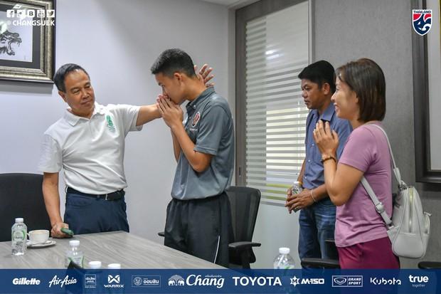 Chuyện hiếm thấy của bóng đá Thái Lan: Chủ tịch Liên đoàn mời phụ huynh đến làm việc sau vụ ẩu đả xấu hổ tại giải U15 Đông Nam Á - Ảnh 1.