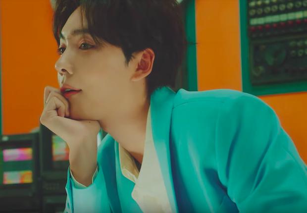 Lần đầu solo sau 5 năm, chàng mỹ nam WINNER Jinwoo rủ đồng bọn Mino hát chung trong MV nhạc pop đầy dí dỏm  - Ảnh 3.