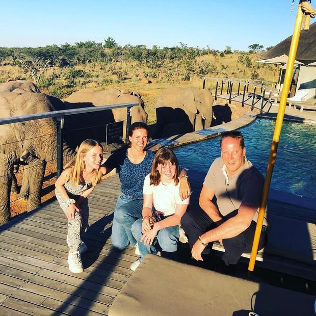 Dân mạng khóc thét với trải nghiệm tắm cùng voi trong bể bơi khách sạn 5 sao ở Nam Phi, mới nghe đã muốn chạy 8 hướng! - Ảnh 16.