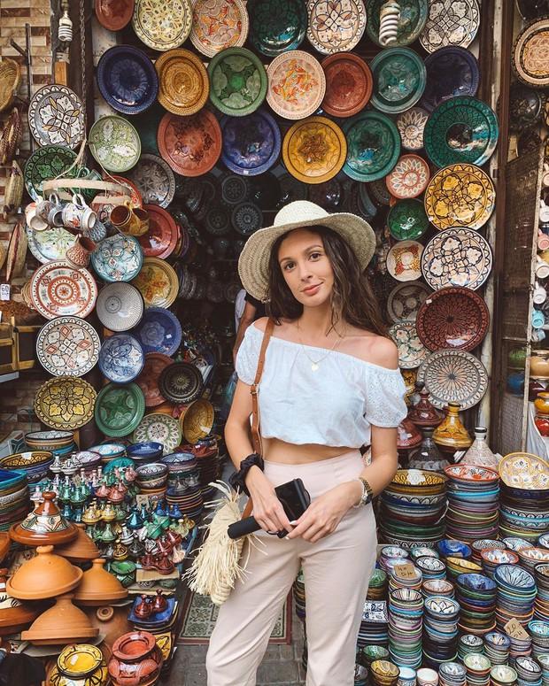 """Mặc trời nóng 46 độ, """"chị Ba"""" Ngô Thanh Vân quyết sang châu Phi khám phá chợ trời nức tiếng Maroc và ngồi… buôn dép - Ảnh 9."""