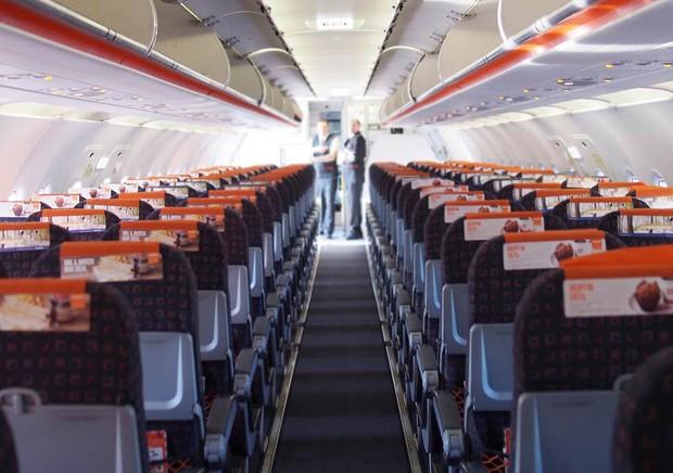 """Sau vụ """"ghế không tựa"""", hãng hàng không """"nhởn nhơ"""" nhất thế giới lại tiếp tục bắt hành khách ngồi… ghế không lót: Như vậy cũng được nữa hả? - Ảnh 7."""