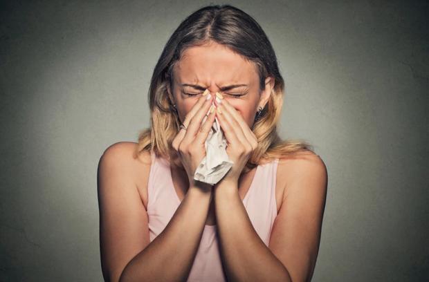 Nếu hắt hơi mà có những mùi khó chịu này thoát ra khỏi miệng thì cần phải cẩn thận - Ảnh 1.