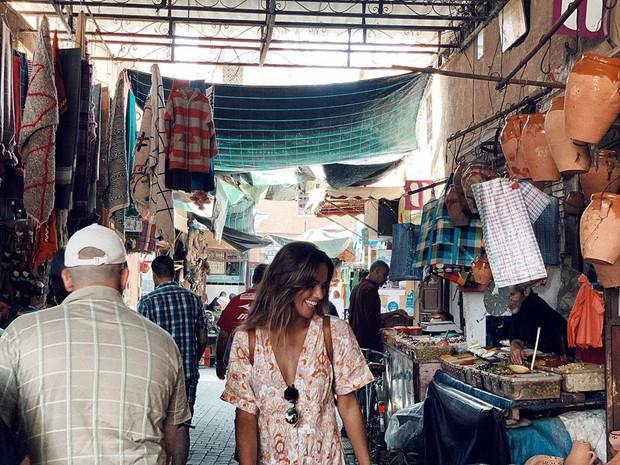 """Mặc trời nóng 46 độ, """"chị Ba"""" Ngô Thanh Vân quyết sang châu Phi khám phá chợ trời nức tiếng Maroc và ngồi… buôn dép - Ảnh 11."""