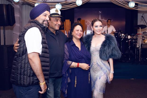 Lý Nhã Kỳ lại biến hoá thành công chúa biển xanh khi dự tiệc sinh nhật tỷ phú Ấn Độ ngày thứ 2 - Ảnh 6.