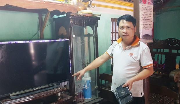1 phút 9 lần mất điện, hàng trăm hộ dân ở Thanh Hóa bị cháy tivi, tủ lạnh - Ảnh 1.