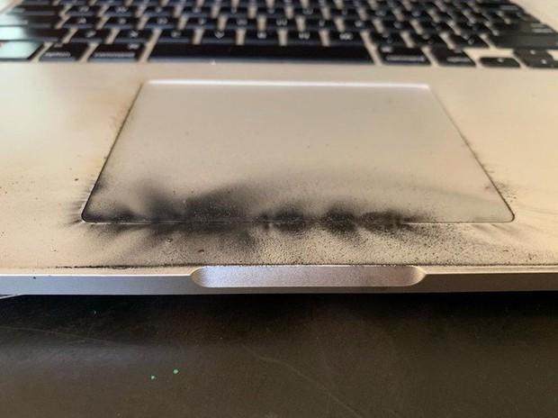 MacBook Pro bị cấm mang lên máy bay do có nguy cơ phát nổ - Ảnh 1.