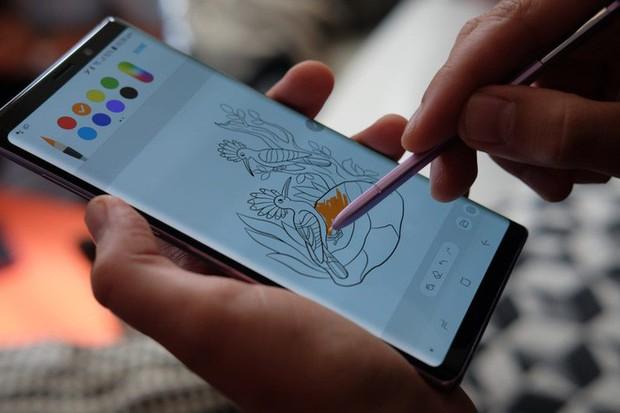 Các anti-fan có thể nhìn vào cấu hình để chê bai Galaxy Note 10 quá đắt, nhưng đắt như vậy là có lý do - Ảnh 2.
