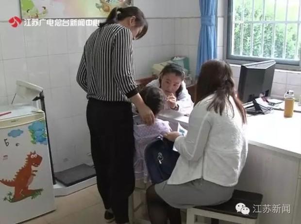 Bé gái 5 tuổi có ngực nổi cục, dậy thì sớm vì bố mẹ thường xuyên cho ăn món mà rất nhiều người Việt cũng nghĩ là bổ dưỡng - Ảnh 1.
