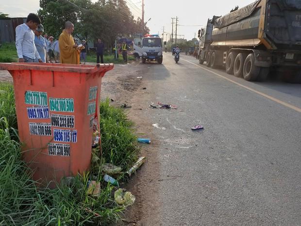 Bé gái ở Bình Dương chết thảm vì thùng rác bên đường - Ảnh 2.