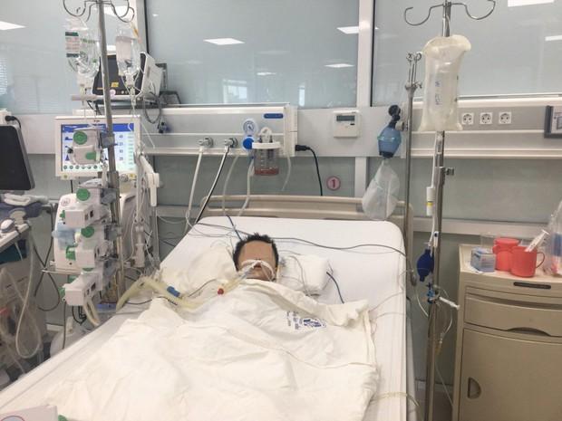 Bé trai 27 tháng tuổi nguy kịch nghi do uống thuốc hạ sốt quá liều - Ảnh 2.